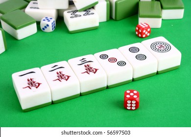 Mahjong tiles aligned and two dices