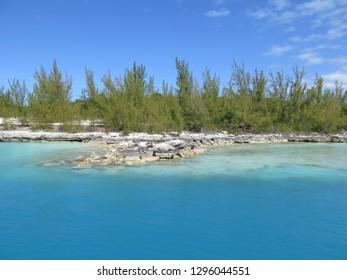 "mail boat port Eleuthera Island Bahamas ca. 25°24'11.1""N 76°47'20.2""W"