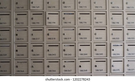 Apartment Mailboxers Images, Stock Photos & Vectors ...
