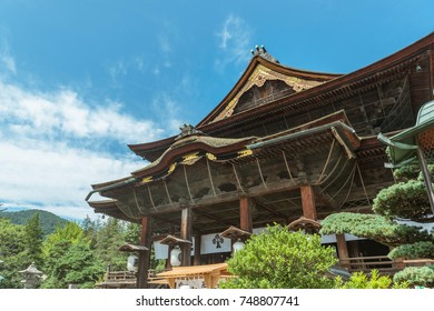 The main hall of Zenko-ji temple
