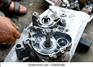 Maintenance, repair of the motorcycle engine gear system