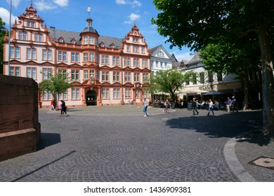 MAINZ, GERMANY - MAY 27: Pedestrians and passers-by as well as restaurant visitors of the Hintz and Kuntz in front of the Gutenberg Museum on May 27, 2015 in Mainz.