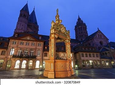 Mainzer Dom St.Martin and Market Well. Mainz, Rhineland-Palatinate, Germany