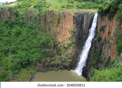 The majestic Howick Falls cascades over a cliff and into a pool beneath.