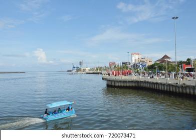 MAKASSAR, INDONESIA. 5th January 2014. Losari Beach Makassar Indonesia