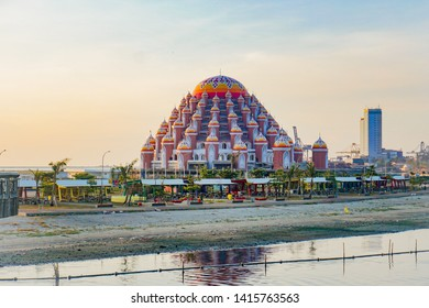 MAKASSAR, INDONESIA - JUNE 6 2019: Losari Beach in Makassar City with 99 domes of mosque background - Image