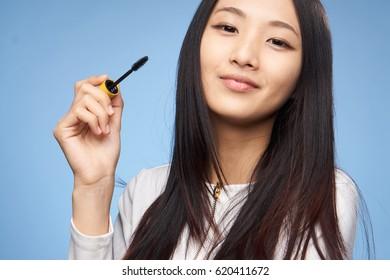 make up brush woman asian dyes eyelashes