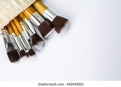 make up brushes with wooden handle