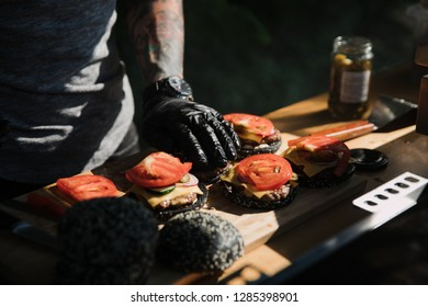 Make burgers on the grill restaurant