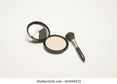 Make up kit/Cosmetic Powder/ powder and brush used for application on the skin