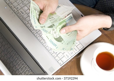 Make money with computer ! Successful Korean internet business manager.