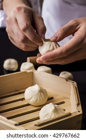 Make steamed stuffed bun