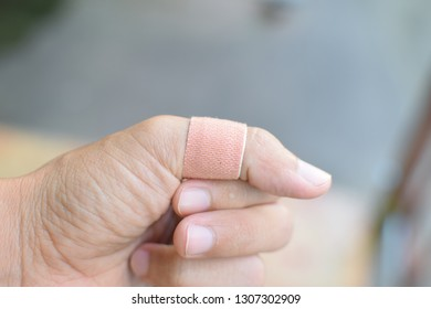 Make a wound on the fingers