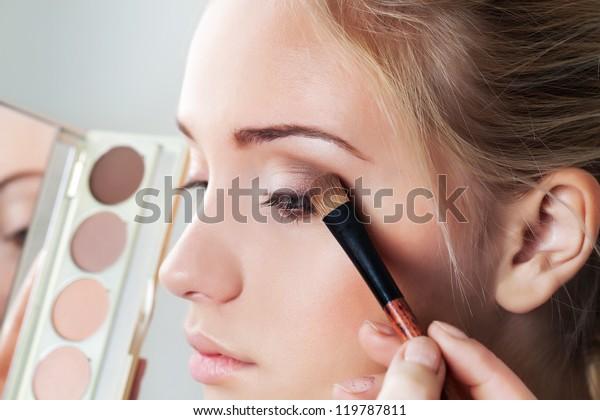makeup brush eyeshadow on eyelid