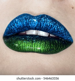 Makeup inspiration glossy lips glitter look
