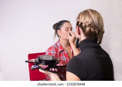 Make-up of a model before portraits
