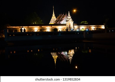 Makha Bucha Day tradition, walk with lighted candles in hand around a temple