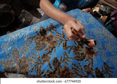 making of batik, canting batik indonesia
