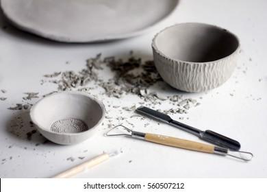 Making ceramic dishes. Working process