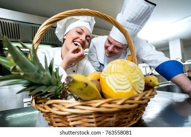 MAking decorative fruit basket