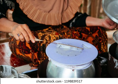 Making Khao Kriab Yana local snack of Ban Nam Chiao, Trat, Thailand Street food steam rice flour on top of hot water pot