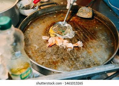 Making Pad Thai with fresh shrimp
