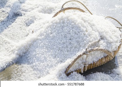The making of sea salt in the field
