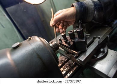 Making small gears for mechanical wrist watches on a lathe milling machine