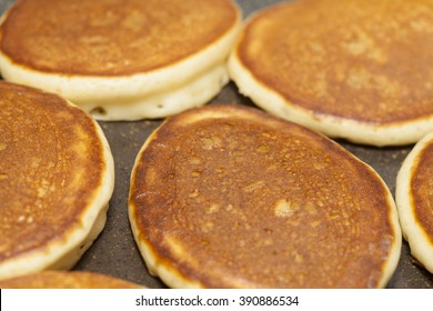 making thick pancakes on dry griddle surface