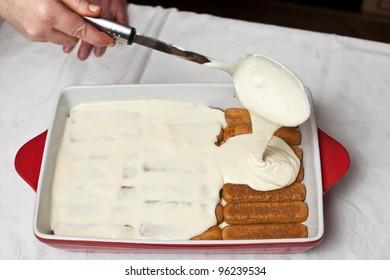 Making tiramisu cake