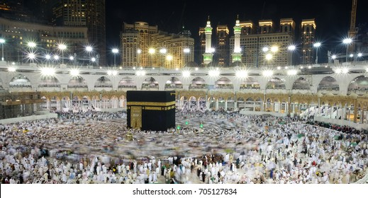 MAKKAH, SAUDI ARABIA 30 Nov 2016 : Muslim pilgrims circulating arround Kaaba at Masjid-ul-Haram on November 30 in Makkah, Saudi Arabia.