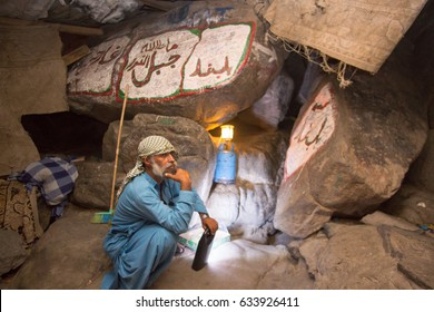 MAKKAH, SAUDI ARABIA - APRIL 28, 2016 : An Unidentified Arab Who Taking Care Of The Entrance Of Cave Of Hira Which About 3 Kilometres From Mecca, On The Mountain Named Jabal Nur In The Hejaz Region