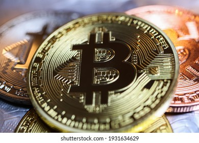 Makro closeup of shiny glittering isolated bit coins cryptocurrency (focus left of center)