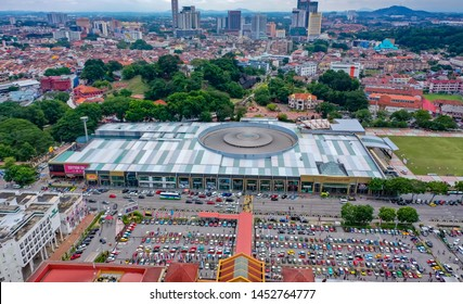 Malacca, Malaysia - July 7 2019: Aerial View Dataran Pahlawan Melaka Megamall In Malacca City With Full Car Parking Opposite It