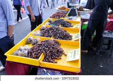 MALACCA, MALAYSIA, MAY 18, 2018 : Unidentified Muslim selling various types of dates at night market in ramadan.
