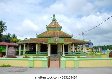 MALACCA, MALAYSIA â?? NOVEMBER 3, 2013: Air Barok Mosque, located in Jasin Town in Malacca, Malaysia. The mosque was bilt in 1917 and became the main mosque for resident of Jasin Town.