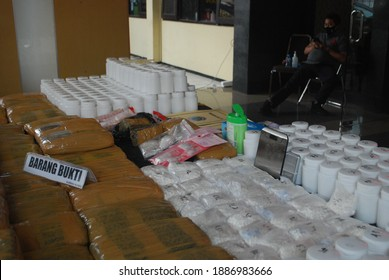 Malang City Police has succeeded in uncovering a high-profile drug trafficking case across provinces by securing six suspects along with evidence in the form of 4.8 kg of marijuana on November 6, 2020
