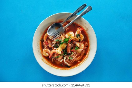 """Malay prawn noodle,commonly served by Malay hawkers at their """"warung"""" (small cafe) by the nothern states, using the freshest catch from the sea. Mee Udang is vastly different fromHokkien Mee."""