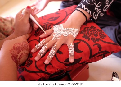 Malay Wedding Drawing White Henna On Hand