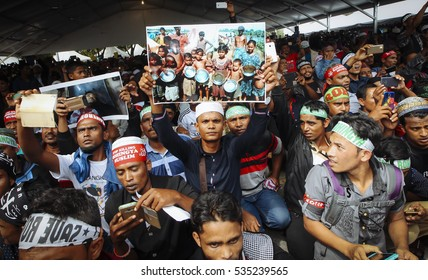 Malaysia 4 December - Part of the rohingya ethnic pray for their save in the solidarity of the rohingya