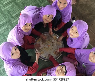 MALAYSIA - JANUARY 11, 2016 : Student primary religion moslem eat lunch using tray as a sunnah practice for islam school in MALAYSIA.