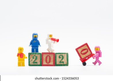 MALAYSIA, okt 06 , 2019. lego benny space squad assembling year 2020. Lego minifigures are manufactured by The Lego Group.