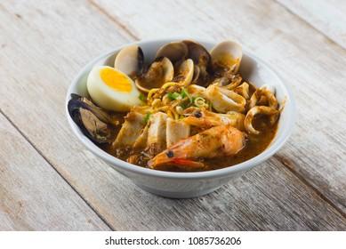 malaysia seafood curry noodle