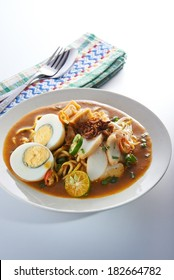 Malaysia Spicy Noodle Mee Rebus With Egg Fish Cake Table Set