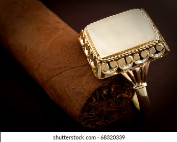 male gold signet ring whit cigar