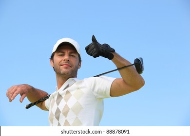 A male golfer giving the thumb up.