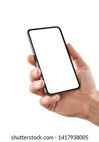 Mano masculina sosteniendo un teléfono inteligente en blanco aislado en fondo blanco con una trayectoria de recorte para la pantalla