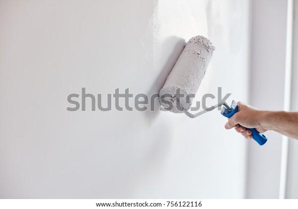 Photo De Stock De Mur De Peinture à Main Mâle Modifier