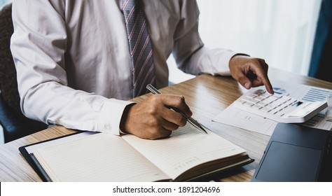 Male investment businessman has analyzed the market of the stock graph and evaluated the financial risks with the Business Intelligence Finance dashboard in a laptop, Stock market concept.