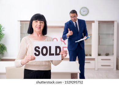 Male real estate agent and female client in the apartment